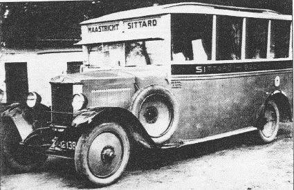 1926 Maassen Beek. 22 zitpl. Berliet-van Well Gourke dit zou de eerste gebouwde bus zijn.[1]