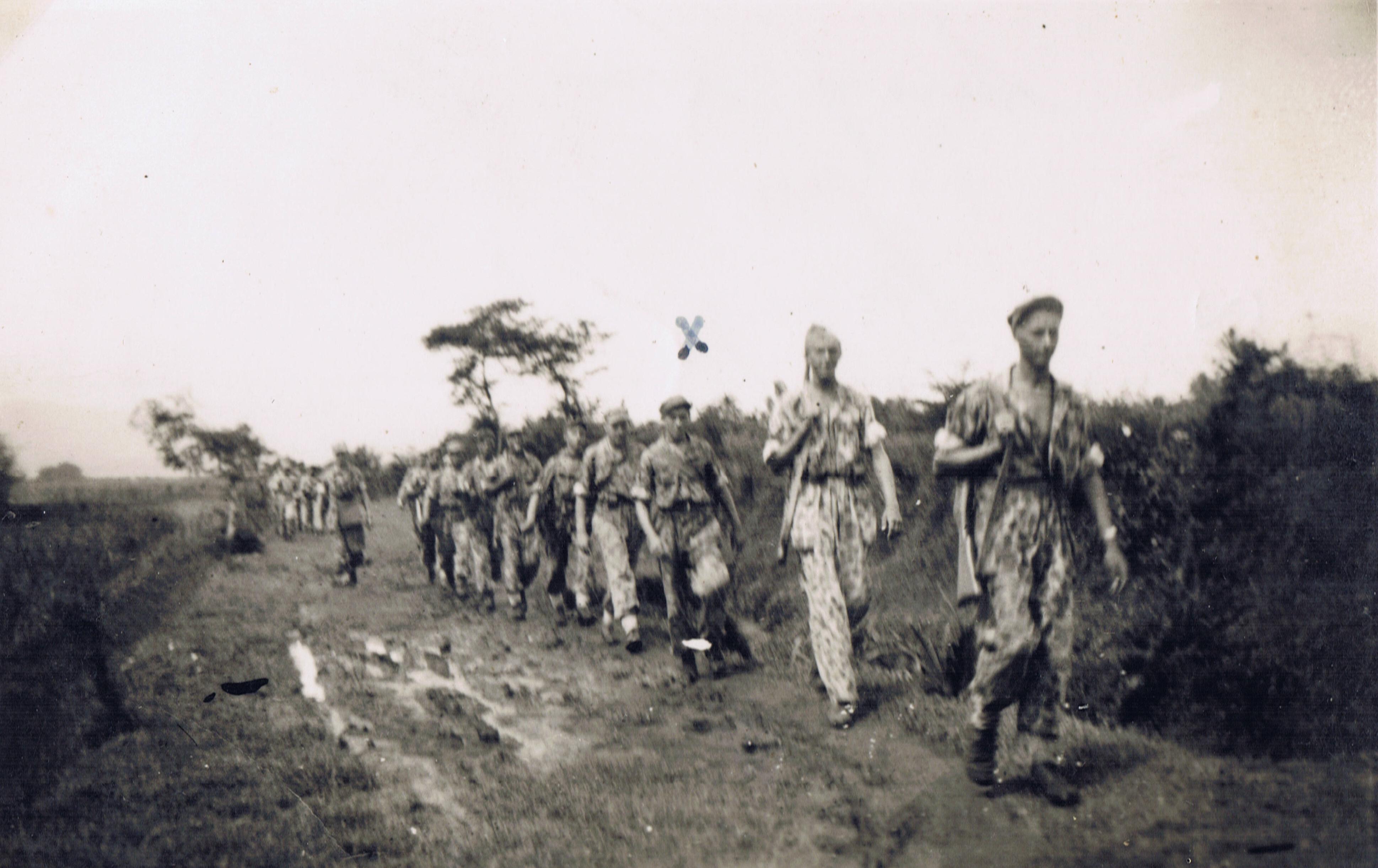 Terug van patroullie Brong Hal 21 juni 1947 Java ik loop derde man