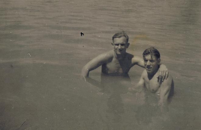 bij het zwemmen in de onder de brug heerlijk zeg 14 september java de tjerme